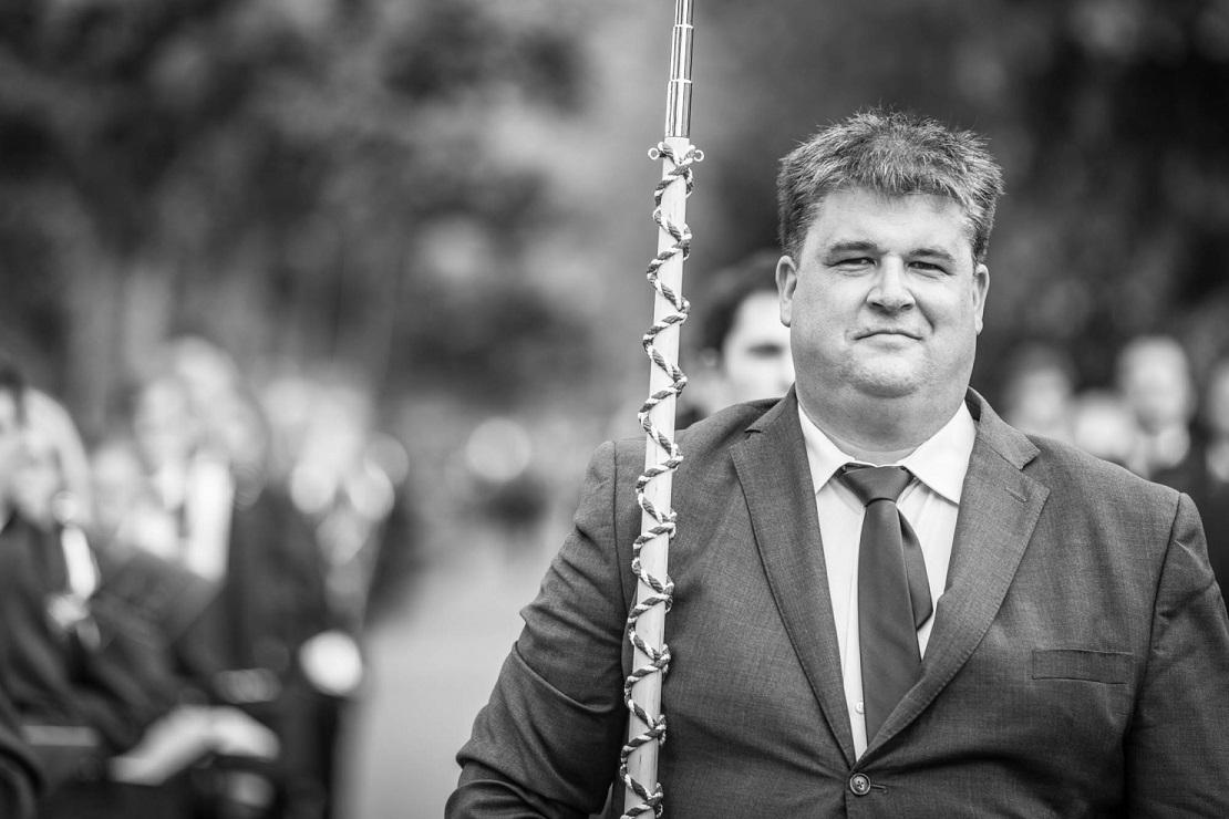 Frank Blaser dirigiert die Marschmusik der MGW