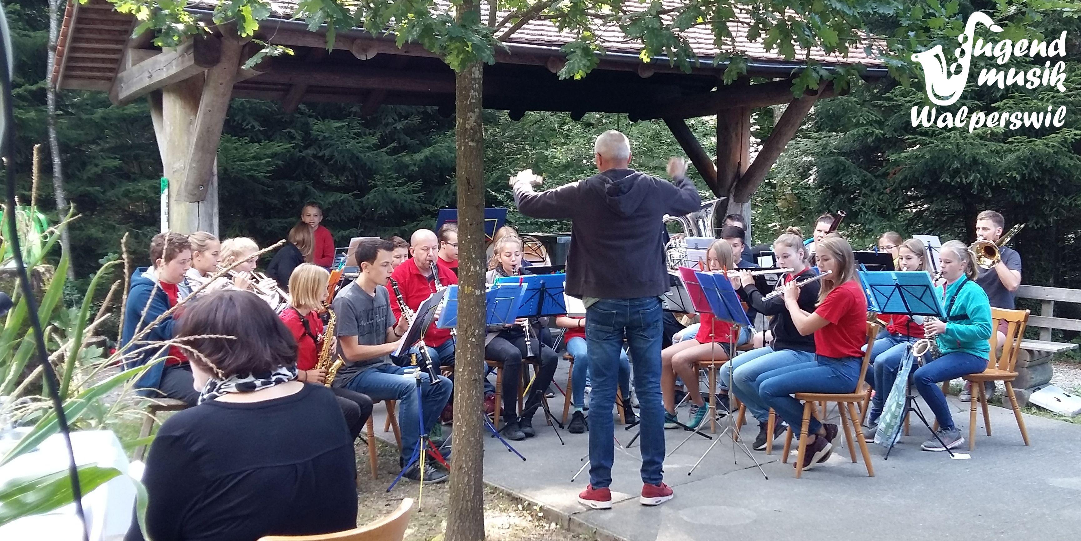 Jugendmusik hilft Waldpredigt mitgestalten