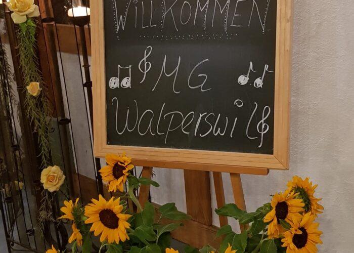 """Schild mit """"Herzlich Willkommen MGW"""""""